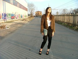 Vally T. (The Girlish Attitude) - All The Details On My Blog! - Light fur and comfy pants