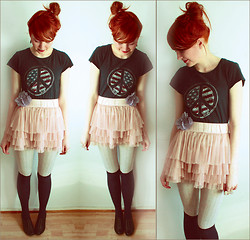 Mimosa Kuu - Some Store From Mt. Rushmore T Shirt, H&M Flower, H&M Skirt - I'm not whining, i'm still smiling.
