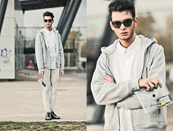 Billy Hazel - Diy Transparent Bag, Diy Bleached Jeans, Givenchy Metallic Shoes, H&M Grey Jacket, Topman White Shirt - Simplicity of White