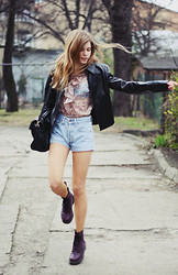 Suzie S. - Zara Black Leather Jacket, Reserved Floral Blouse, Levi's® Shorts, New Look Black Bag, Dr. Martens Purple Dm's - Dancing days