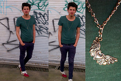 Santiago MC - Le Saint Accesories Hearth Angel Necklace, Nike Control 360, Le Saint Pants, American Eagle T Shirt - CTR 360