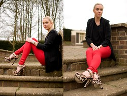 Anna Connelly - Reiss Blazer, Topshop Top, Vero Moda Trousers, Topshop Shoes - Walking on the Wild Side...