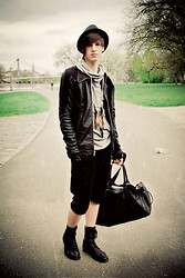 Alexander Borgetto - Vudu Shoes Boots, Rick Owens Leatherjacket, Zara Bowling Bag, Urban Outfitters Feathernecklace - It's a new day!