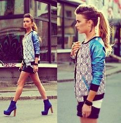 Juliett Kuczynska - Romwe Shorts, Jacket - Beyonce - End of Time (Bedrockk Remix) / maffashion