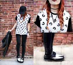 Lua P - Eyes Tee, Dr. Martens Arien Creepers - Black & White