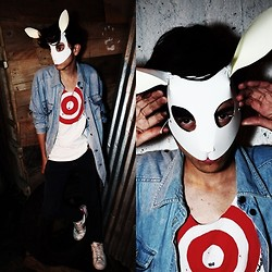 TAto Prado - Vintage Denim Shirt, Diy Cosmic Sundae Tee, Nike Sneakers, Bunny Mask - You saw the easter bunny?