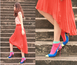Mayo Wo - United Citizen Neon Pleated Hi Lo Skirt, Romwe Color Block Socks, Sergio Rossi Electric Blue Sling Back Heels - Neonization