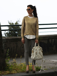 Jeasmine Incoglia - H&M Pull, Prada Bag, Asos Shoes, Bottega Veneta Sunnies - Good times.
