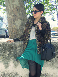 Raquel Loureiro . - Zara Skirt, Blanco Coat - Peter Pan Gone Wild