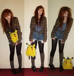 Saskia I - Uniqlo Shirt, Levi's® Shorts, Dr. Martens Shoes, Caught In Pallet Pikachu, Primark Top - You teach me and I'll teach you