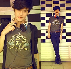 Vini Uehara - Reverb City Reverbcity T Shirt Foo Fighters - I'm learning to walk again
