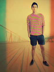 Anibal Lara - H&M White/Red Stripes Tee, Casual Shorts, Black Shoes - My yellow submarine