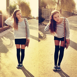 Paulina S. - Vans Shoes, Socks, Skirt, H&M Sweater, Neckless - Everybody's looking forward to the weekend