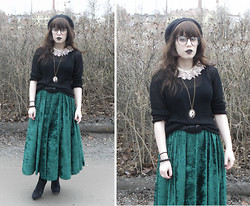 Janni L - Veeeery Old Lace Collar, Very Cheap Necklace, 2nd Hand Velvet Skirt - Emerald