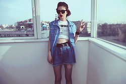 Violet Ell - Kocaniy Mode Denim Jacket, Diedrick Wilson Tee, Baseball Hat, Bra, Thrift Store Shorts - 19.04.2012