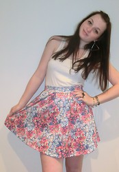 Tyna R. - Pull & Bear Skirt, Zara Top, Triangle Earrings - Smile heals everything :)