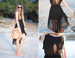 Mónica Sors - Queen's Wardrobe Dress, Romwe Sunglasses, Topshop Wedges, Primark Bag - Pleated dress, in Ibiza