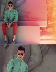 Vladan Gavric - Levi's® Vintage Levis Mint Shirt, Vintage Aztec Print Sneakers, Zara Red Jeans, Vintage And Retro Shop Sunglasses - Cold mint and hot red
