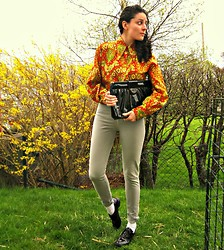 Daniela G. - Eovú Vintage 70s Button Up Shirt, Vintage Shiny Leather Clutch, American Apparel High Waisted Jeans, American Apparel Dancing Shoes - Don't get neon on me!