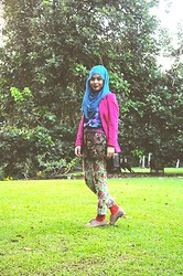 Dalillah Ismail - Kaffah Scarf Turquoise Chiffon, H&M Pink Oversized Blazer, Topshop Rose Print Vest, Topshop Rose Print Cigarette Trousers, New Look Burnt Orange Socks, New Look Oxford Shoes, Coach Black Vintage Purse - Prints Overload