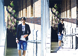 Lucas Lishke - Urban Outfitters Vintage Shades, Zara Black Blazer, Converse Blue Chucks, Used Look Shorts, Asos Red Ring Chain, Asos Multible Black Bracelets - Classy meet*s Casual**:)