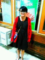 Muren LR - Vintage Dress, Union Jack Bag - Geek on the manic street