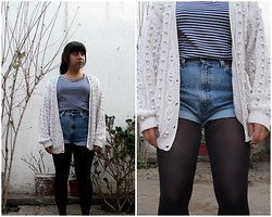 Gaby Fuentes - Boulevard Striperr Tee, Mon White Oversweater, Levi's® Levi's Short - Almost summer in autumn