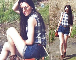 Ilona S - Abercrombie Shirt, No Name Diy, Vintage Boots, Vintage Bag - Denim day