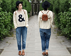 Jessica M. - Topshop Jumper, Vintage Bag - AND