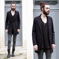 Tony Stone - Virginblak Black Long Jacket, Cheap Monday Grey Slim Pants - GROVND