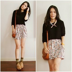 Kapongpeang K. - Floral Skirt, Sock, Brown Oxford, Basic Black Tee - Bye Bye Summer !
