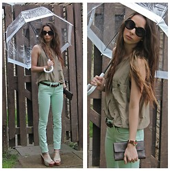 Maleah Sparks - Fulton Bird Cage Umbrella, Vintage Silk Top, Guess? Mint Skinnys, Louis Vuitton International Wallet, Gucci Watch, Vintage Sunnies - Rainy Days
