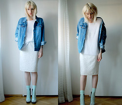 C V - Secondhand Jacket, Topshop Sweater, H&M Skirt, Weekday Socks, Cheap Monday Boots - Denim&plastic