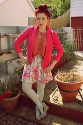 Laura Roberts - Topshop Floral Skirt, H&M Blazer - Look out my window, what do i see?..