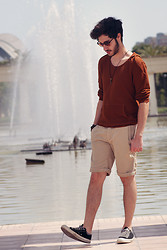 Manu Calvo - Vintage Sunglasses, Zara Sweater, H&M Shorts, Converse All Stars - What the water gave me