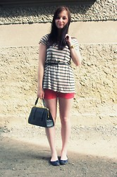 Tyna R. - H&M Tee, Camaieu Shorts, From My Great Gramma Handbag - Stripes are always the right thing.