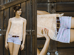 Madison Arrebella - Forever 21 Lace Tank, Fossil Leather Belt, Pacsun Floral Shorts, Forever 21 Knuckle Ring - Ice cream cone