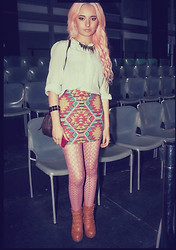 Laura Sanchez - Urban Outfitters Orange Wedges, Forever 21 Pink Tights, Pacsun Tribal Miniskirt, Vintage Blouse, Forever 21 Spiked Necklace - Circulo de la Moda Bogota