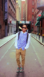 Dennis Robles - Cole Haan Brogues With Mint Green Soles, Topman Beige Trousers, 5cm Leopard Printed Shirt, Givenchy Studded Backpack, Tom Ford Sunnies - New york look #363