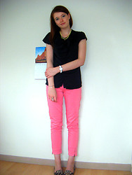 Coline H. - New Look Shoes - Pink pants.