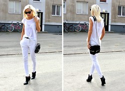 Victoria Törnegren - Trousers - Something white and something black.