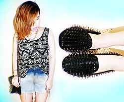 Patchie Valerio - Forever 21 Aztec Top, Unif Hellraiser, Diy Distressed Ombre Shorts, Spiked Necklace, Sophie Paris Chain Bag - OMBRE AND AZTEC