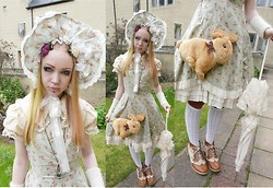 Ilsebelle 薔薇 - Brighton Birdcage Necklace, School Socks, Oslo Arm Warmers With Deer, Baby The Stars Shine Bright Bonnet, Innocent World Dress, Bodyline Blouse, Handmade By Me Rabbit Friend Bag, Baby The Stars Shine Bright Parasol, Harajuku Boots - I am your tourniquet
