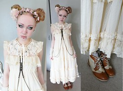 Ilsebelle 薔薇 - Topshop Flower Hairband, Harajuku Lace Collar, Topshop Harness, Oslo Arm Warmers With Deer, Harajuku Boots, Tralala Dress - Wormboy