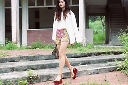 Melody Tan - H&M Sequin Clutch, Isabel Marant Zora Wedges, Cropped Blouse, Baroque Shorts - SPRING BASICS