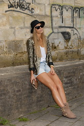 Isabella L. - Jimmy Choo Bag, Zara Blazer, Yves Saint Laurent Sunglasses, H&M Shorts - SHORTY
