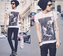 Mohcine Aoki - Youreyeslie Without Illusions T Shirt, H&M, Nb New Balance - BAD TASTE IS BETTER THAN NO TASTE