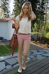 Tiina O - Gina Tricot Lace Shirt, Pieces Bag, H&M Shorts, Spirit Store Shoes - Nude pink