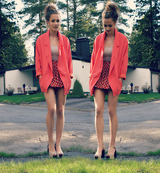 Petra Karlsson - Blazer, Shorts, Shoes - Peach