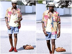Roger Mbee - Vintage Shirt, American Apparel Shirt, Levi's® Short, Clarks Shoes - Alicia, Catya